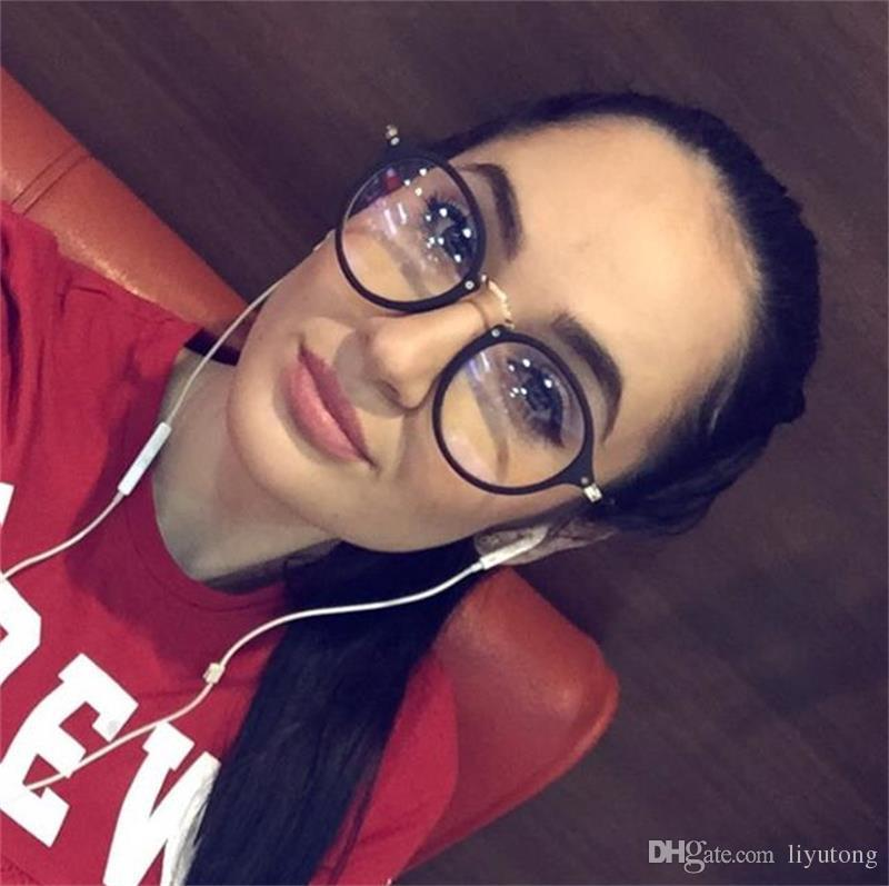 ef58ff4cbad48 Compre Óculos De Óculos Óculos De Mulheres Femininas Transparente Quadro  2018 Retro Rodada Óculos De Computador Óptico Claro Para As Mulheres Oculos  De Grau ...