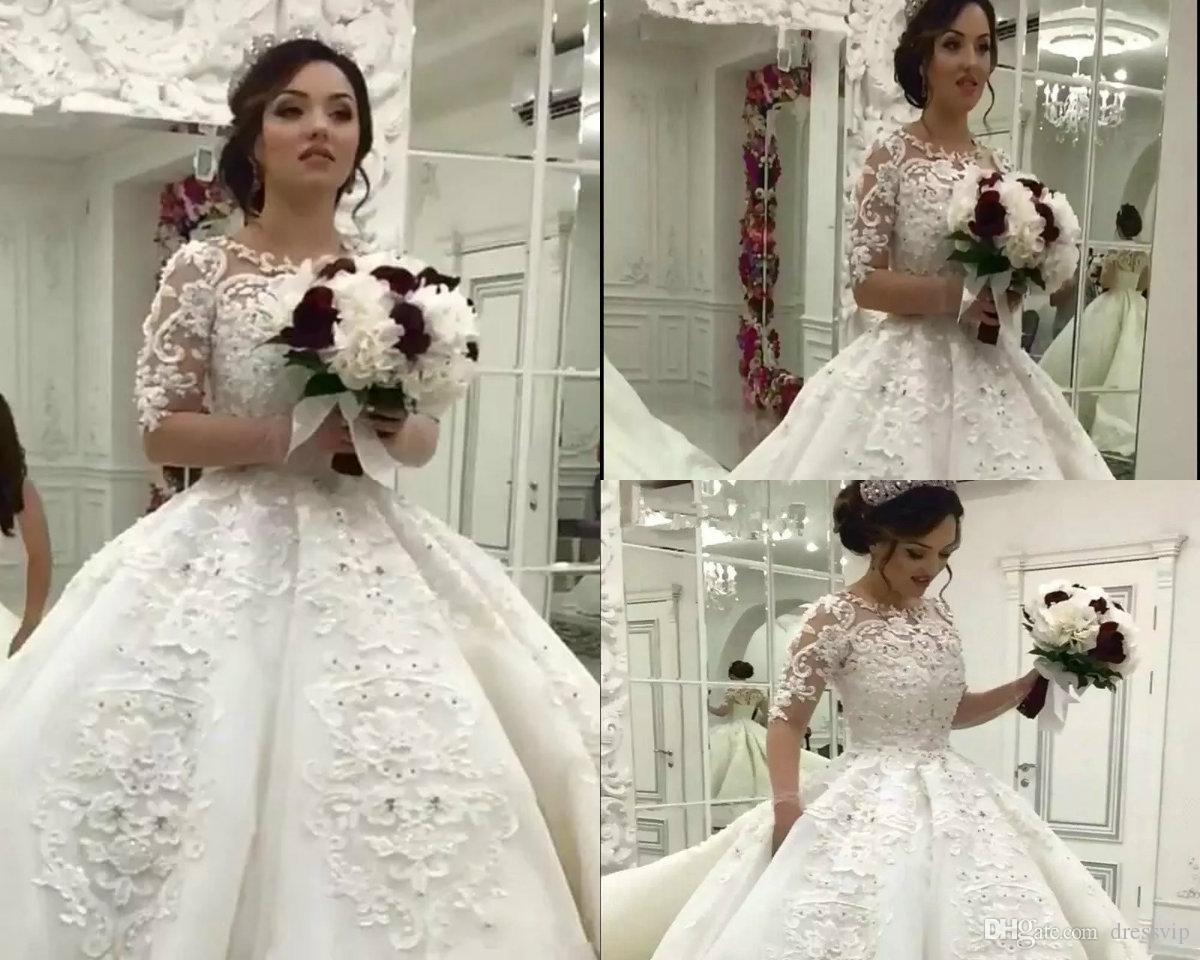 3dce95fdee33 Acquista Abiti Da Sposa Maniche Lunghe Pizzo Applique 2018 Vintage Arabo  Dubai Princess Ball Gown Beads Jewel Neck Plus Size Abito Da Sposa Country  Style A ...