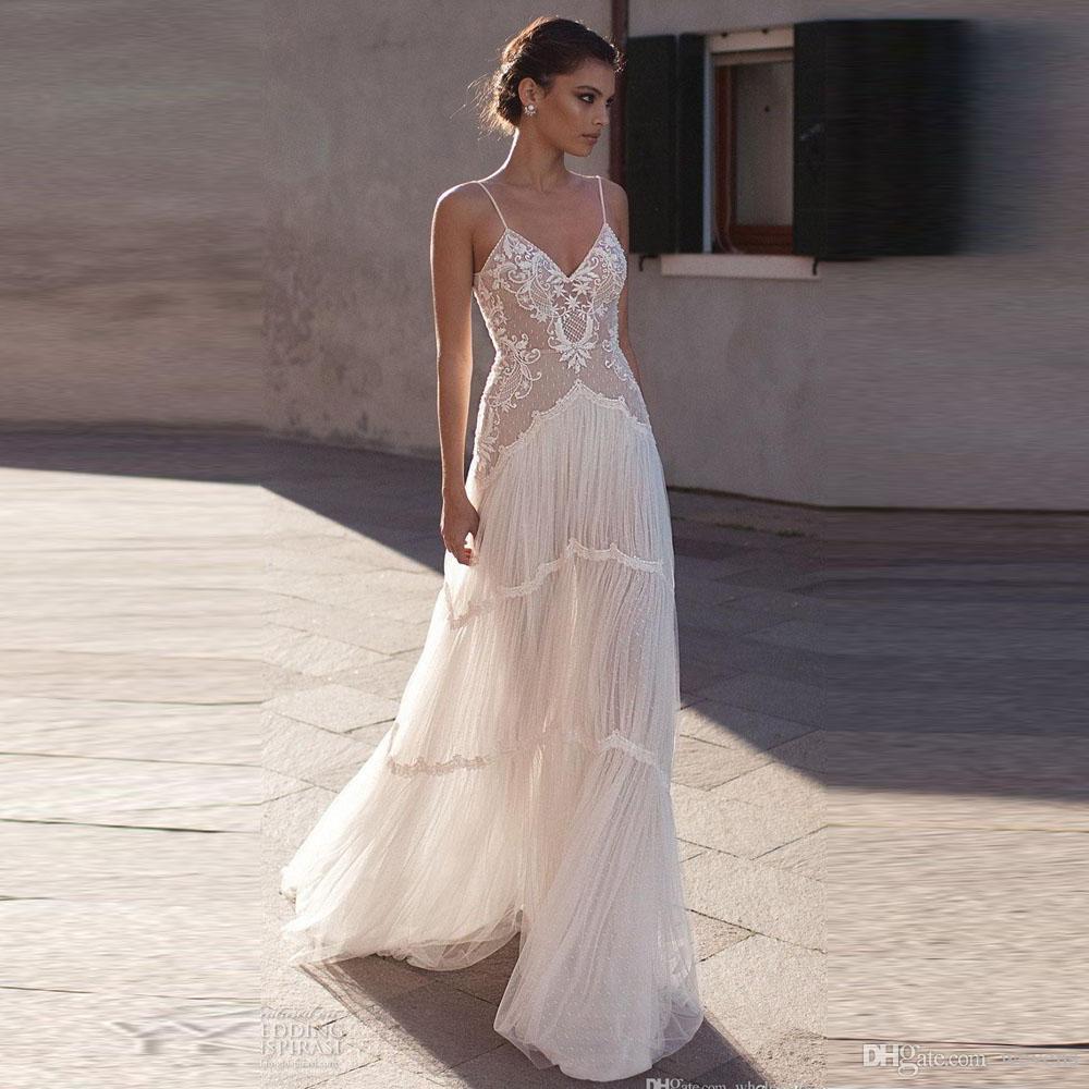 Ilusión blanca romántica Vestidos de novia de playa Correa de espagueti Sin espalda Apliques Vestido de novia bohemio Vestido de novia de tren de barrido