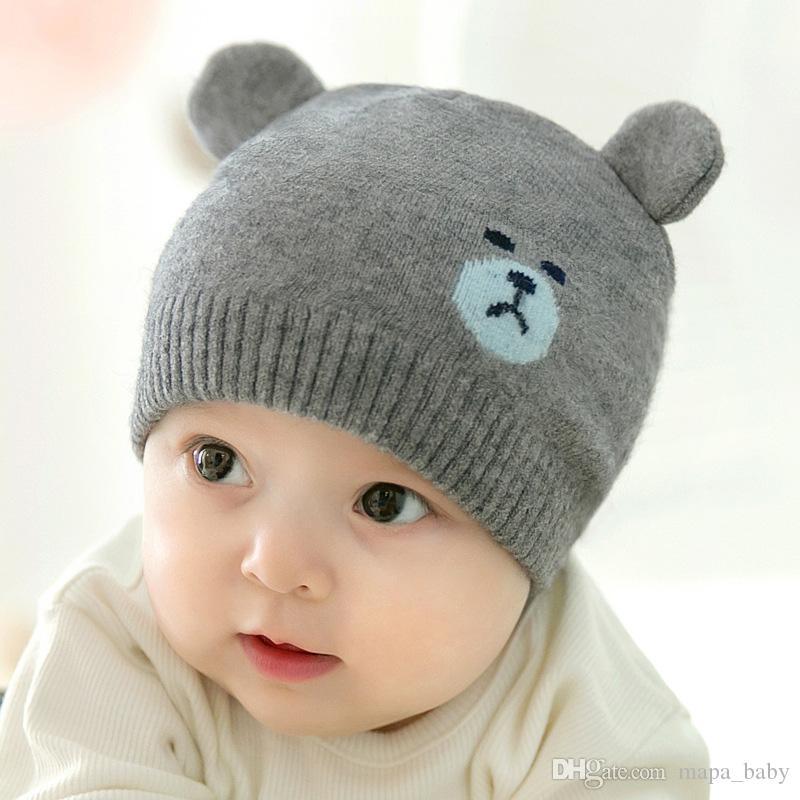 Compre Crianças Chapéu De Malha Do Bebê Ouvido Duplo Urso Tricô Boné De  Inverno Manter Quente Crianças Gorros De Malha Chapéu De Presente De Natal  Para 0 5 ... fe121a96d42