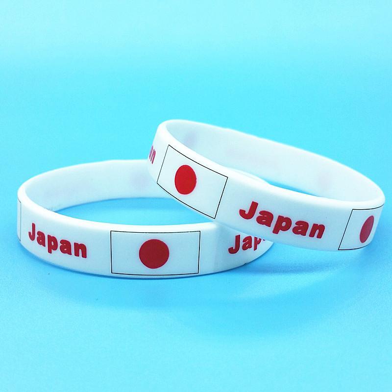 b06a905a2c7c Compre 2 Unids Japón Bandera Pulseras Fútbol Juego Fans De Silicona Pulsera  Souvenir ID Muñeca Holograma Band Hombres Brazalete Accesorios De Regalo  2018 A ...