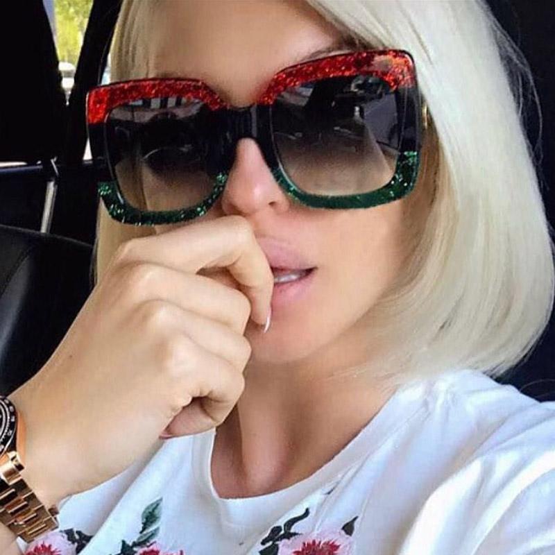 Compre 2018 Itália Marca De Luxo Quadrado Óculos De Sol Das Mulheres  Designer De Marca Espelho Retro Óculos De Sol Para O Sexo Feminino Preto  Verde Vermelho ... c9e750a0c3