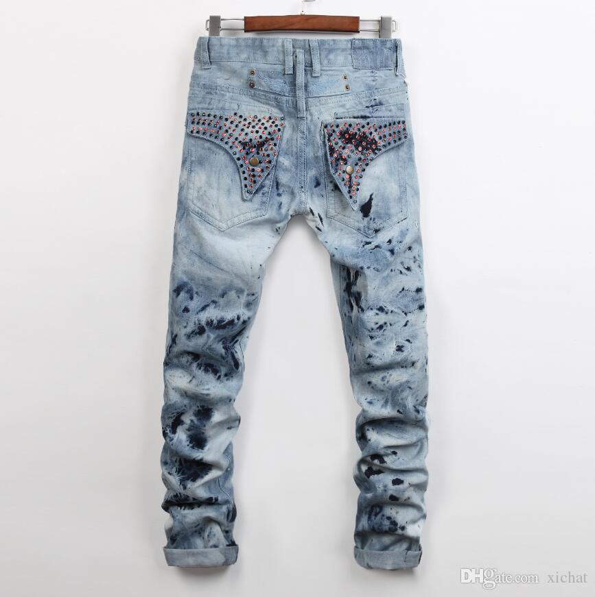 Herrenmode lackiert hellblaue Jeans Slim Fit Designer gerade Bein Biker Rock Revival Kristall Studs Denim Hose Streetwear 955