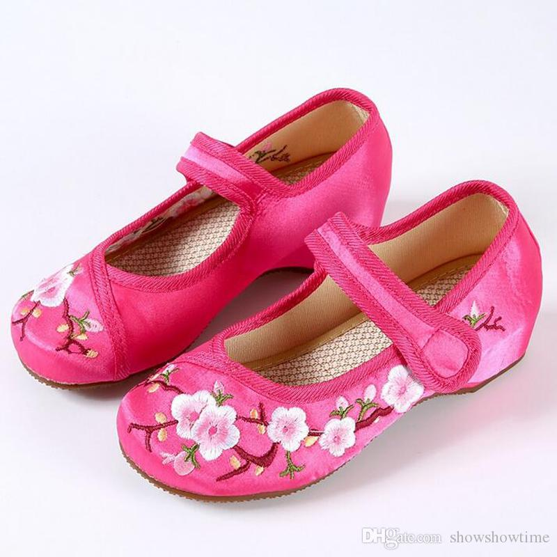 S82 Children Popular Chinese Style Cheap Embroidery Flower Casual Shoes Female Girls Princess Quality Old Beijing Dancing Shoe