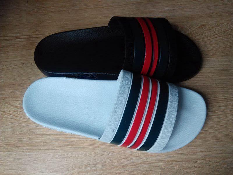 cbd041a45a90ff 2018 Men Designer Sandals Causal Rubber Summer Huaraches Slippers Loafers  Fashion Flats Leather Luxury Europe Brand Slides Designer Sandals Shoe Shops  ...