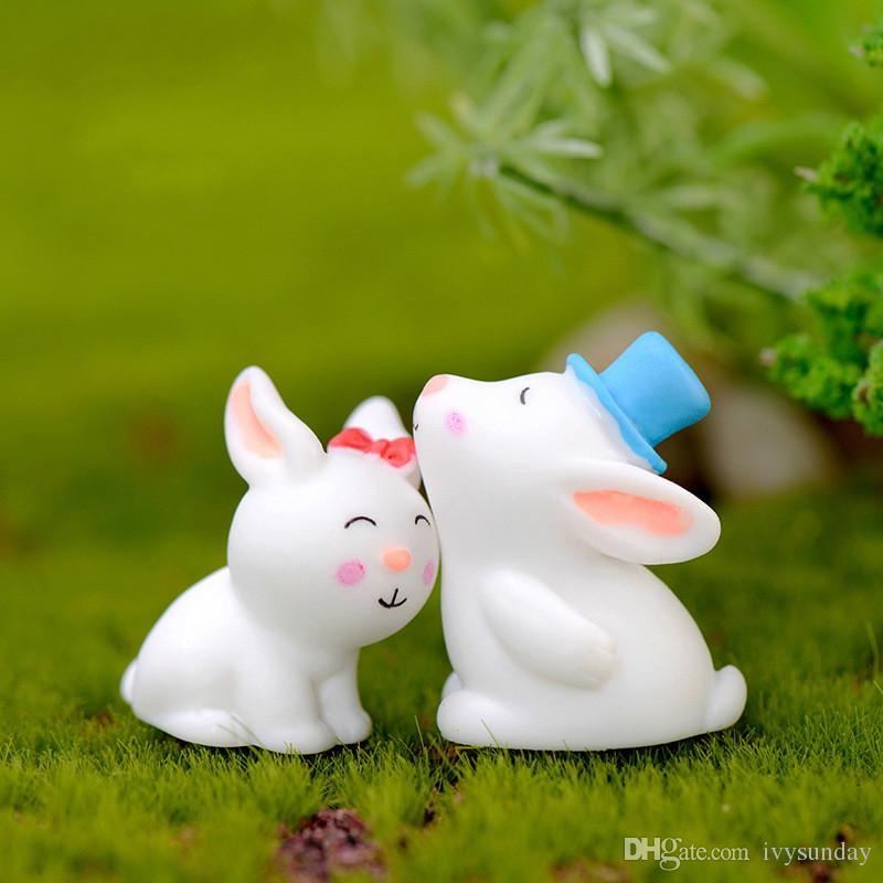 Compre Blanco Resina De Dibujos Animados Conejo Conejito Amantes Muñeca  Animal Lindo Ornamento Accesorio Miniatura Para Terrario Suculenta Olla  Hada ... 142d004b810f