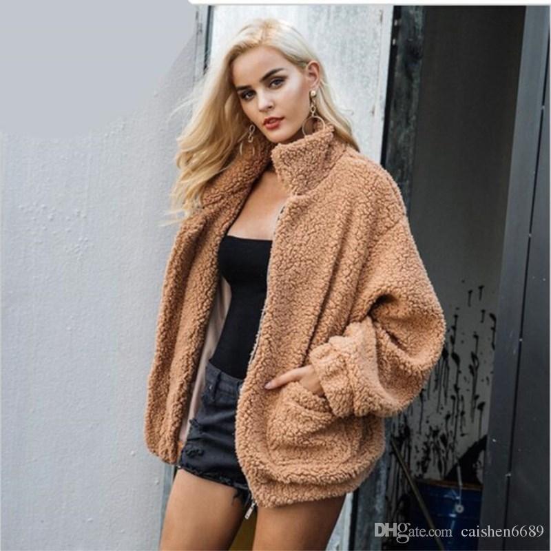 6a020fb53a6a Acheter 2018 Automne   Hiver Femmes Vêtements Imitation Fourrure Manteau À Manches  Longues Col Montant Décontracté Manteau Doux Confortable Lâche En Peluche  ...