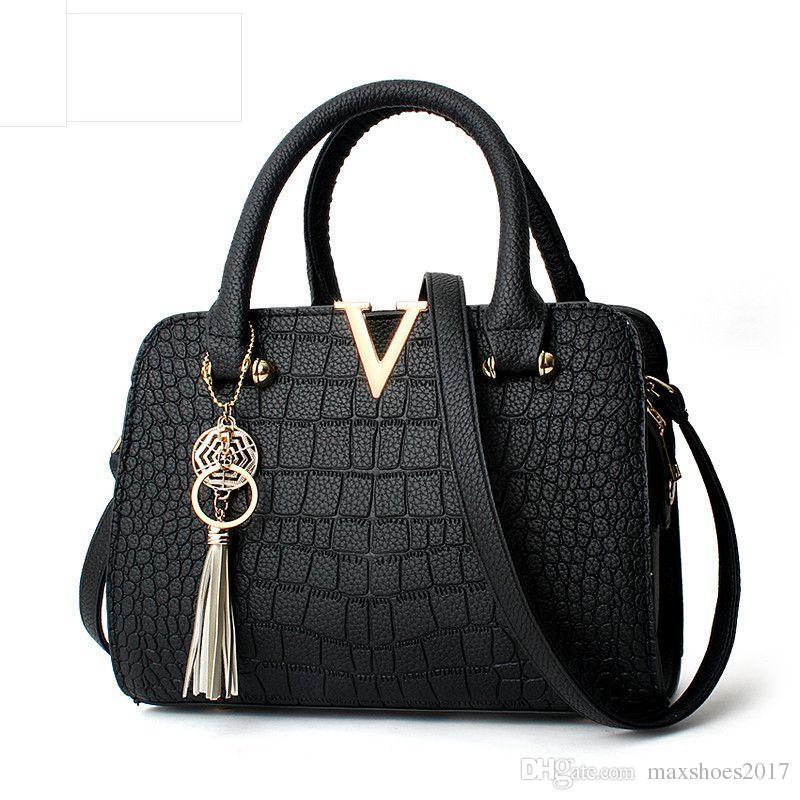 380d61f3bbc3 2018 New Fashion Trend Female Messenger Bags Women Small Square PU ...