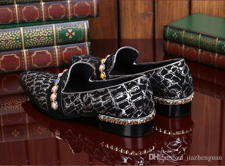 2017 New style Italian Luxury Crocodile Style Diamond Rhinestones Spiked Loafers Rivets shoes Male Designer Wedding Party Shoes M453