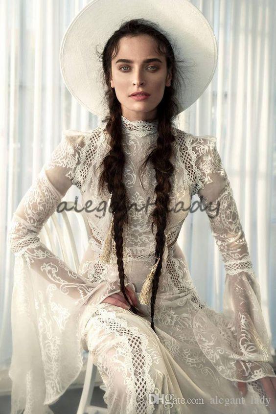 Meital Zano Great Victoria Abito da sposa medievale con maniche a campana Vintage abiti da sposa in pizzo gotico con collo alto in crochet