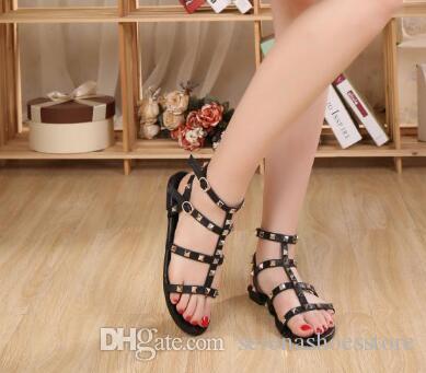 Sandales Femme Flats Rivets Goujons T-strap appartements à bout ouvert Boucle Sangle Gladiator Sandals Summer Hot