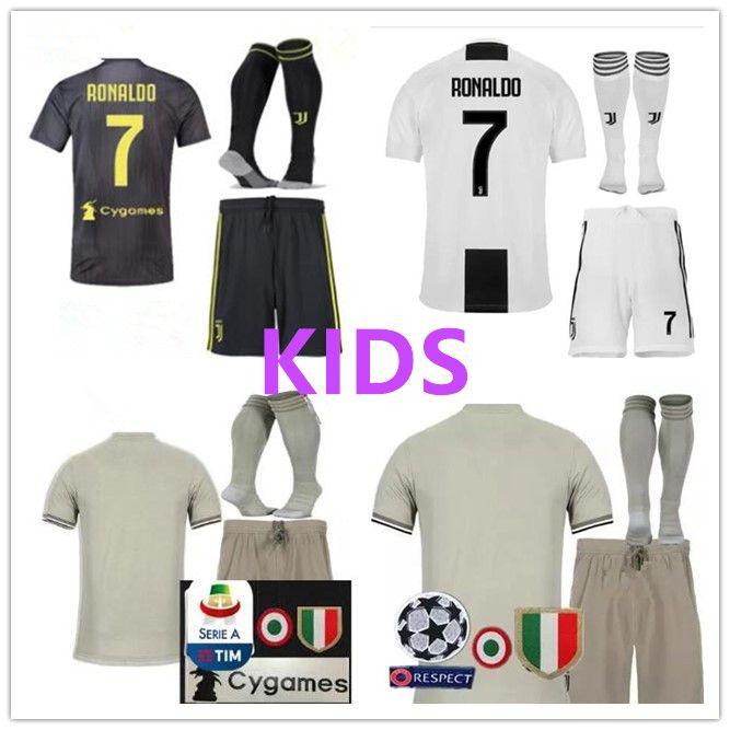Compre Juventus Soccer Jersey Niños 2018 19 RONALDO DYBALA HIGUAIN PJANIC  Marchisio Niño 2018 2019 Camiseta De Futbol Uniformes De Camiseta A  17.75  Del ... 645f69c43a276
