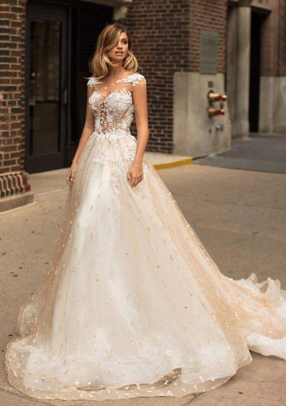 Nuevo diseño Champagne Vestidos de novia Illusion Scoop Neck Appliqued Cap Sleeves Una línea de vestidos de novia Corte de tren