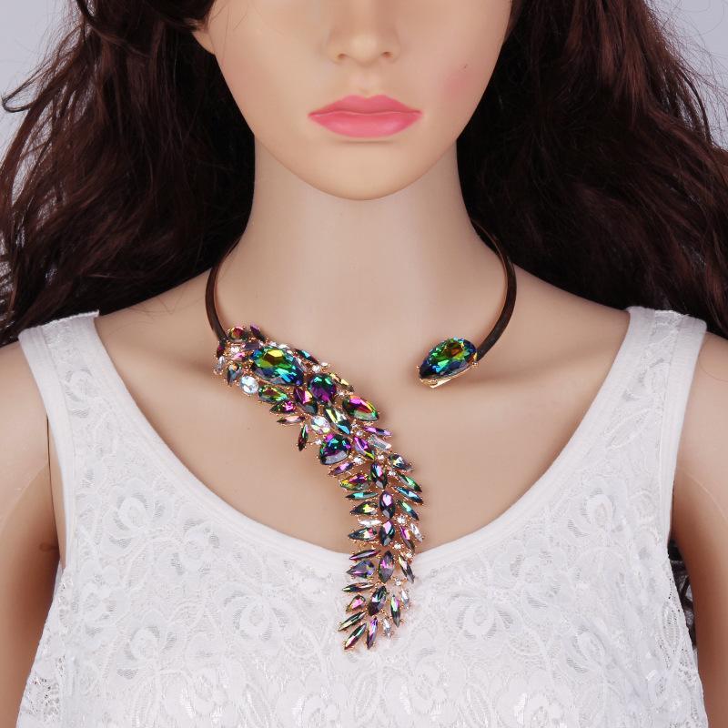 64fdb23bb77e Compre Nuevo es Elegante Cristal Bijoux Gargantilla Collar Torques Para Las  Mujeres De Fiesta De Noche De Lujo Accesorios De Joyería De Moda A  26.15  Del ...