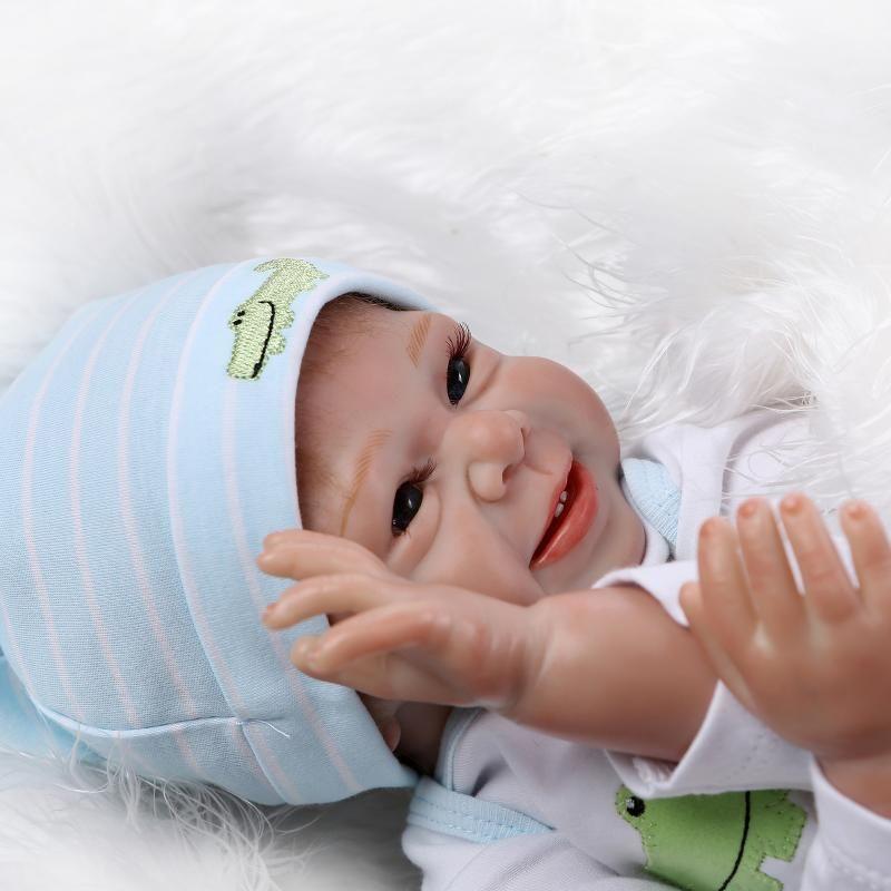 "22""Acrylic soft Silicone Simulation LIFE LIKE cloth body Reborn Baby Doll Girlcrocodile clothes"