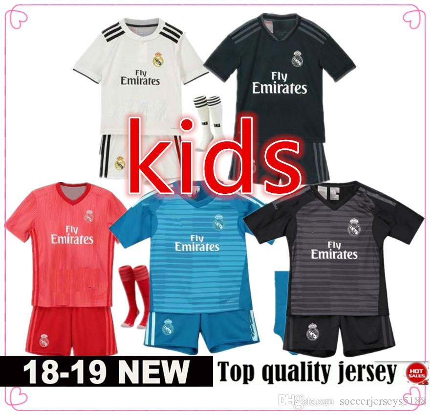 Compre Camiseta Real Madrid Kids Kit 2018 2019 Football Jersey Ronaldo Niño  Futbol Tracksuit Cristiano Camisetas Futbol KROOS ISCO Chándal De Fútbol  ASENSIO ... 386695a448389