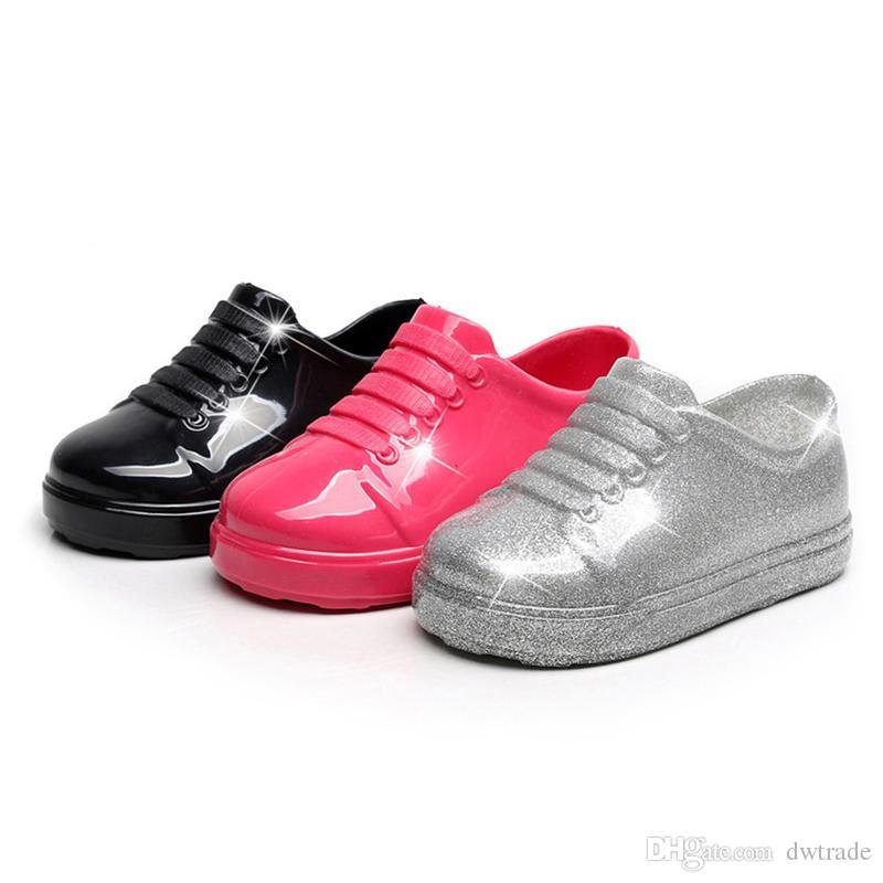 7a7fe1c3b4260 Acheter 2018 Bébé Chaussures En Plastique Antidérapant Enfants Chaussures De  Plage Antidérapant Sandales Fond Souple Fille Garçon Pied Rose Noir Gris ...
