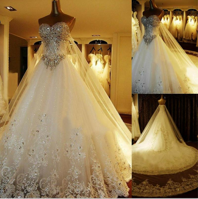 Vestidos de novia de cristal de lujo Catedral de encaje con cordones Volver Vestidos de novia 2016 Una línea de cariño apliques Abalorios jardín Corona libre