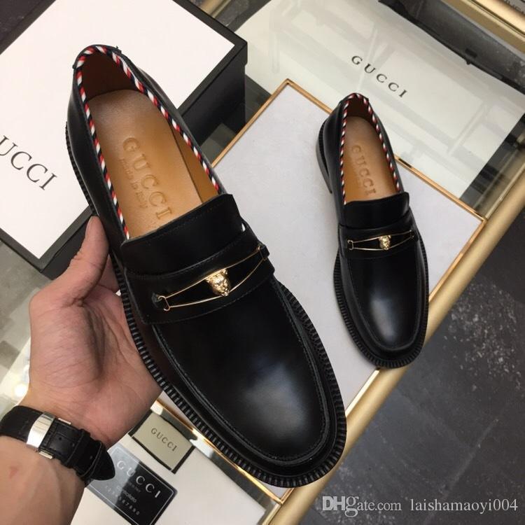 Acquista 2019 Scarpe Di Cuoio Degli Uomini Del Progettista Del Vestito  Reale Scarpe Da Punta Scarpe Oxford Di Bullock Gli Uomini d26cdd6d696