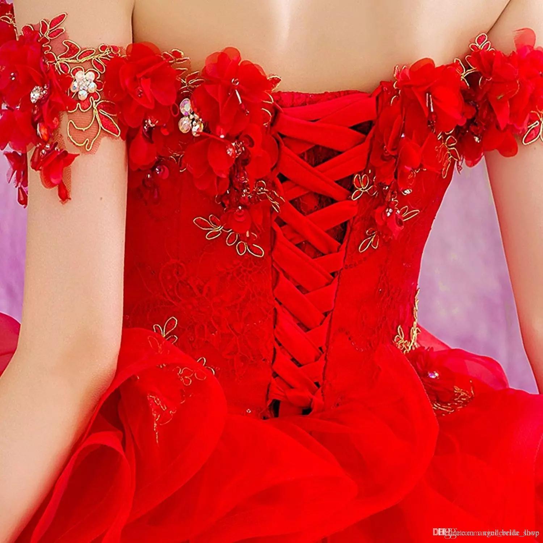 2018 Hot Red Ball Gown Quinceanera Abiti con applicazioni in oro Off spalla Sweep treno 3D Flower Ruffles Prom Party abiti Sweet 15 Q30