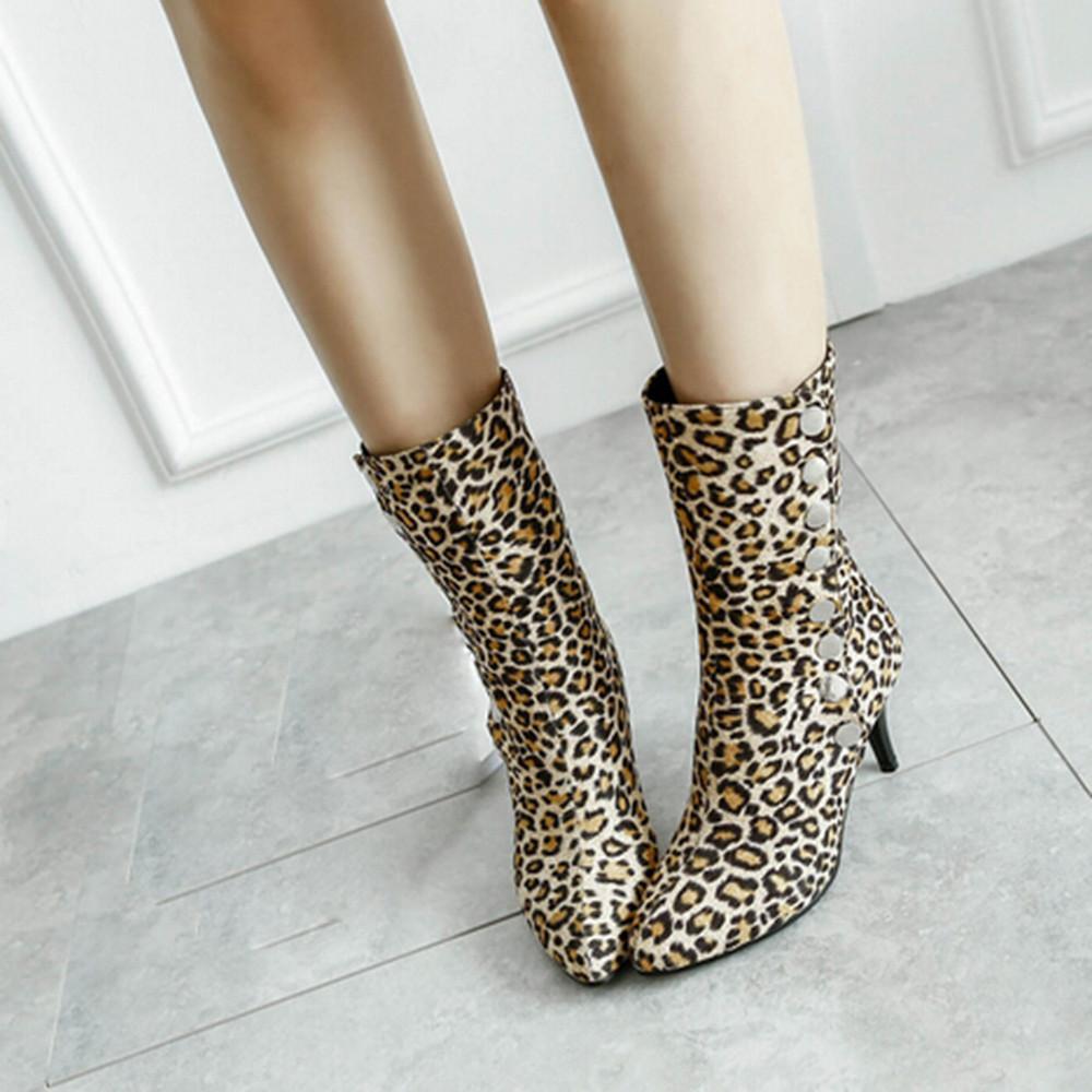 2cdf3a585 Compre Atacado Botas De Salto Alto Botão Ankle Boots Das Mulheres Sapatos  De Estampa De Leopardo Curto Botas De Pelúcia Sexy Sapatos De Salto Alto  Mulher ...