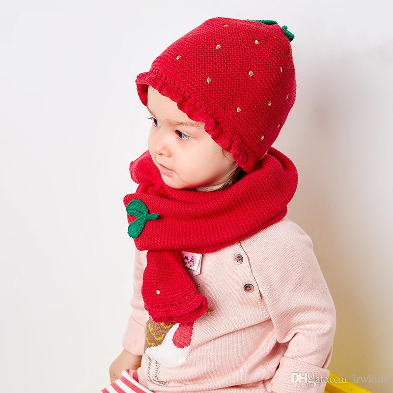 f0187a1da1a2 Acheter Mignon Enfants Chapeau Et Écharpe Costume Coton Thème Fraise Hiver  Chaud Chapeau Ensemble Pour Les Filles Bébé Enfants Casquette Cadeau De   21.43 Du ...