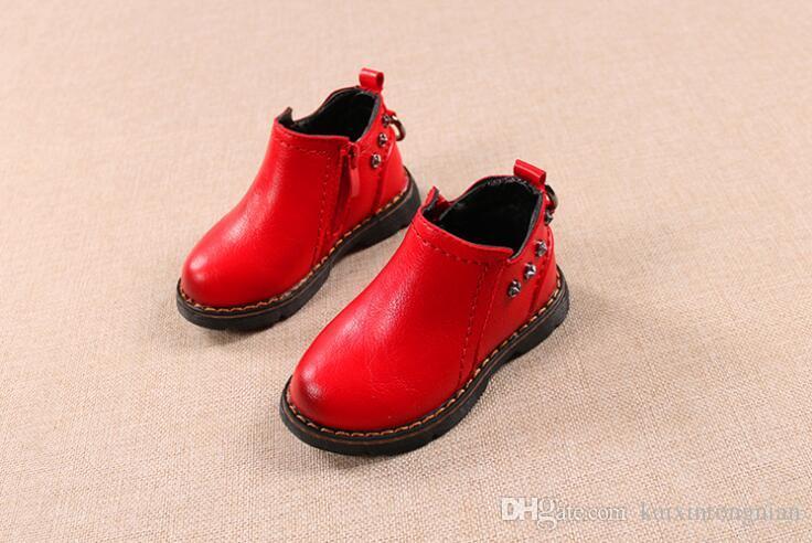 c8d8b94c3 Compre 2018 Otoño E Invierno Nuevos Hijos De Zhongbang Martin Botas Niños  Cuero Suave Fondo Dos Zapatos De Algodón Botas De Moda Para Niños Caliente  A ...