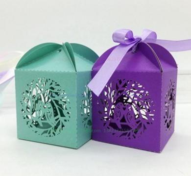 Scatole di caramelle le feste Scatole di caramelle gli uccelli Love Cut Laser Cut Hollow Carriage Baby Shower Bomboniere Scatole Regali Chocolate Cake Box Favor Holders With Ribbon