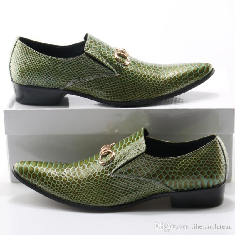 aa14173f1c Compre Zobairou Mens Apontou Toe Sapatos De Pele De Crocodilo Sapatos De  Couro Dos Homens Formais Sapatos De Casamento Verde Cravado Mocassins Plus  Size De ...