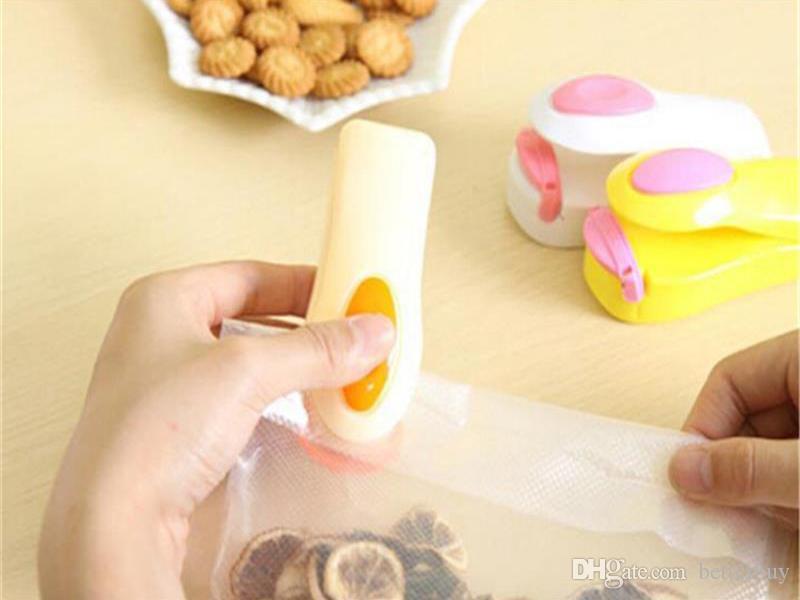 Parte inferior magnética Portátil Mini Máquina de sellado por calor Sellador de impulsos Sellado Empaquetado Bolsas de plástico Sellador de alimentos al vacío Mini Portátil Venta caliente