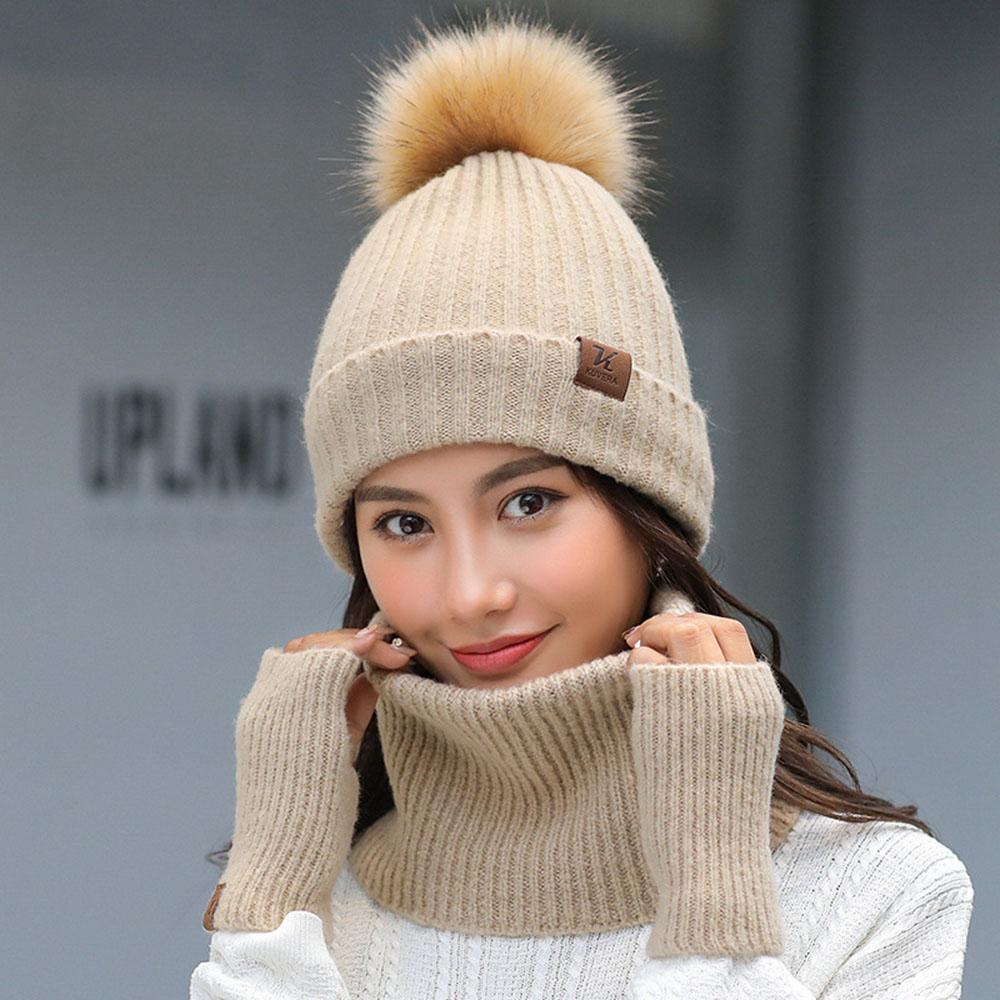 Compre Nueva Moda De Invierno Mujer Bufanda Sombrero Guantes Conjunto Para  Damas De Punto De Piel Sintética Pompones Gorrita Tejida Suave Anillo  Bufandas ... c32c5e0b703