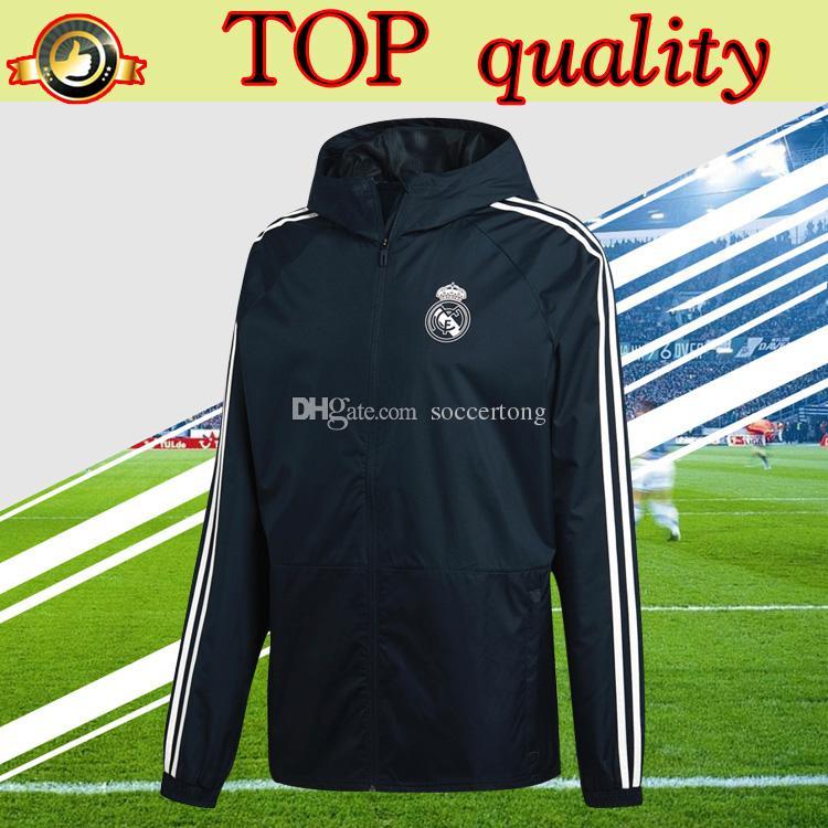 2c56db55c765c Nueva Cazadora 2019 Real Madrid Con Sombrero 18 19 Uniforme De  Entrenamiento Lluvia Cazadora Chaqueta De Fútbol De Calidad Superior Negro  Por Soccertong