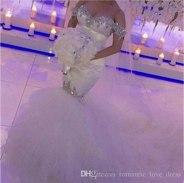 어깨를 인어 웨딩 드레스 2019 년 뜨거운 판매 새로운 사용자 지정 청소 기차 Bling Bling 고급 크리스탈 구슬 튤 신부 드레스 W032