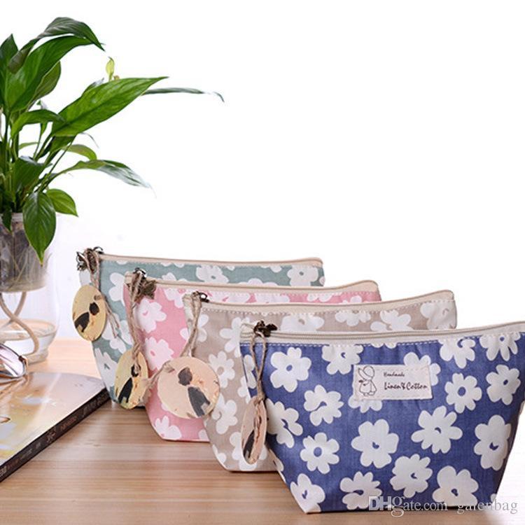 4 adet 22 * 13 * 8 cm 2018 çiçek pamuk kanvas kozmetik çantaları Nefis, practicunipper makyaj çantası kızlar için debriyaj çanta
