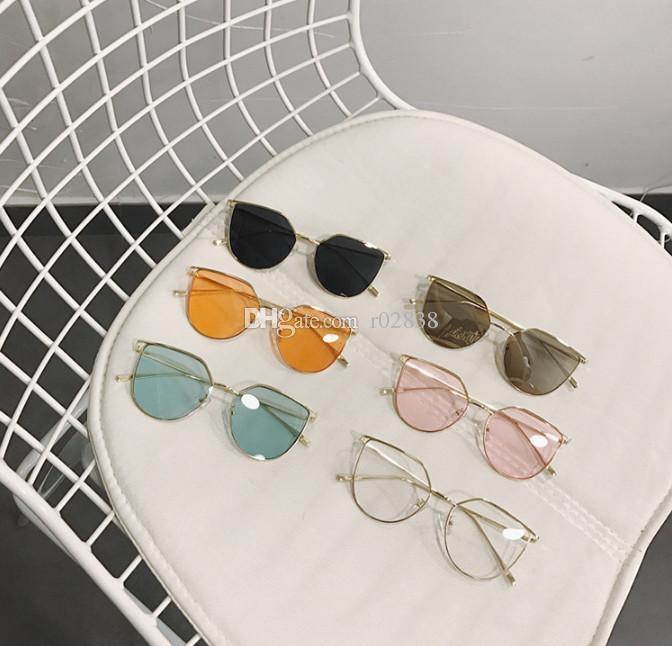 703e851a3b99c Compre Japón Y Corea Del Sur Chica Gafas De Sol De Lente De Color Océano  Mujeres Gafas De Sol Literario Pequeño Puro Y Fresco Y Metal Ligero De Luz  Macho ...