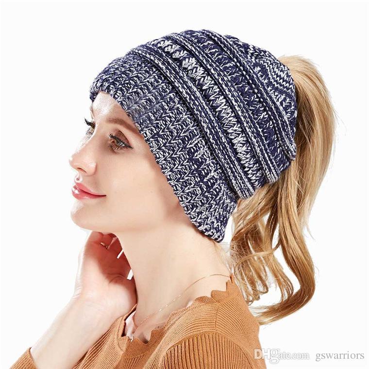 Compre Sombrero De Punto. Gorros Elegantes Para El Invierno O El Frío 5d941f96278