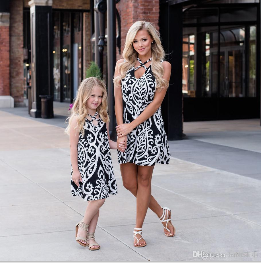 Mother Daughter Dresses Family Matching Outfits Clothes Cross V-Neck Print Sundress Mommy And Daughter Dresses Look Beach Baby Girl Dress