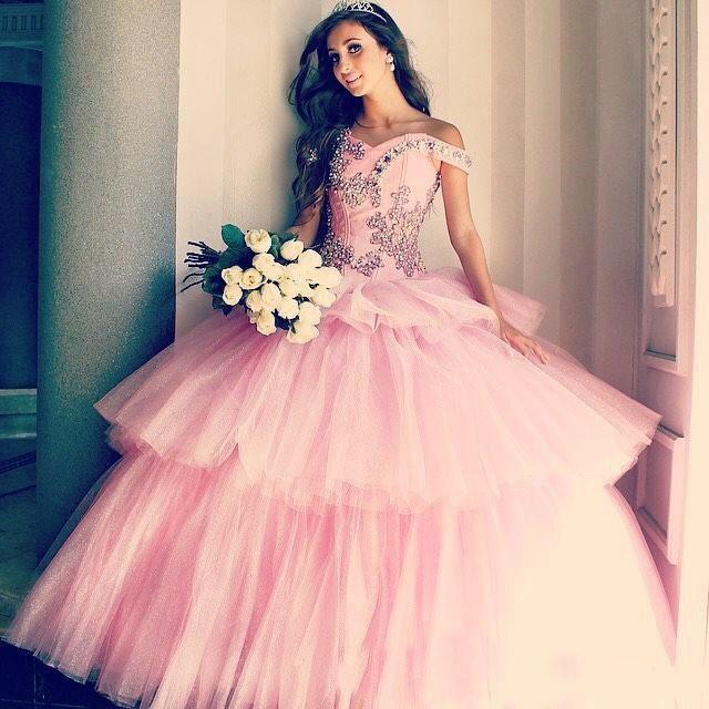 2018 Abiti da Quinceanera con palloncino dolcemente rosa 16 perle maniche a cuffia con cappuccio in cristallo Abiti da ballo a strati Gonna in tulle a strati