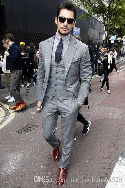 2018 Custom made Mens Light Grey Notched Lapel Suits Fashion Formal Dress Men Suit Set men wedding suits groom tuxedosJacket+Pants+Vest+Tie