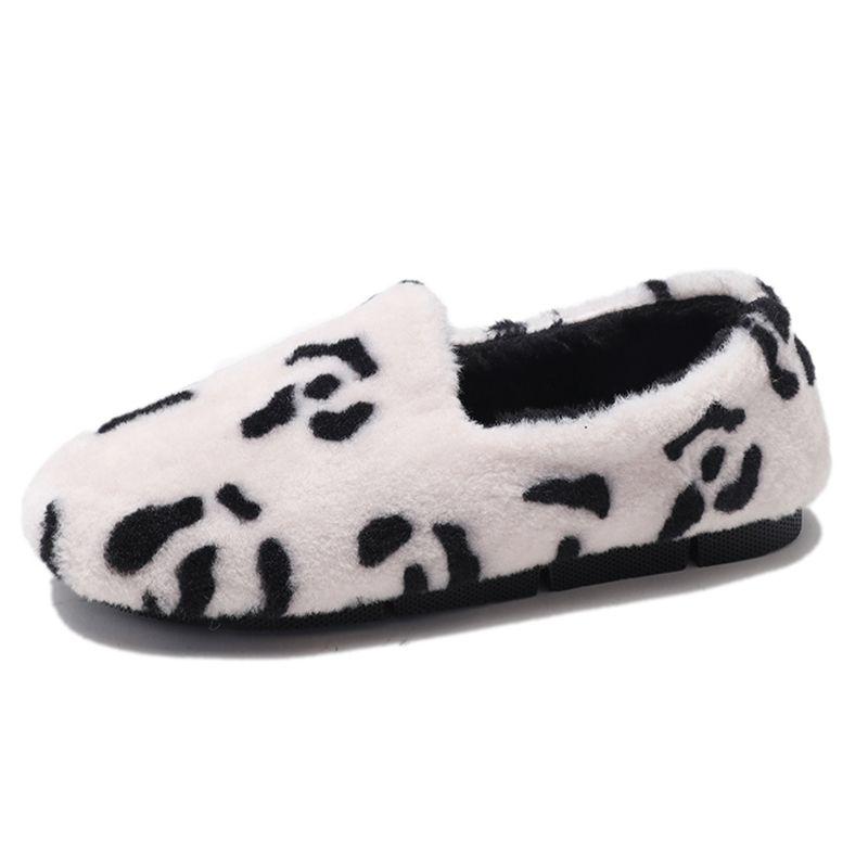 Venta al por mayor Piel Inicio Zapatillas Mujer Leopardo Zapatos de felpa Mujer Casual Pisos Zapatos de invierno Piel Flip Flop Mujeres Suave Cálido