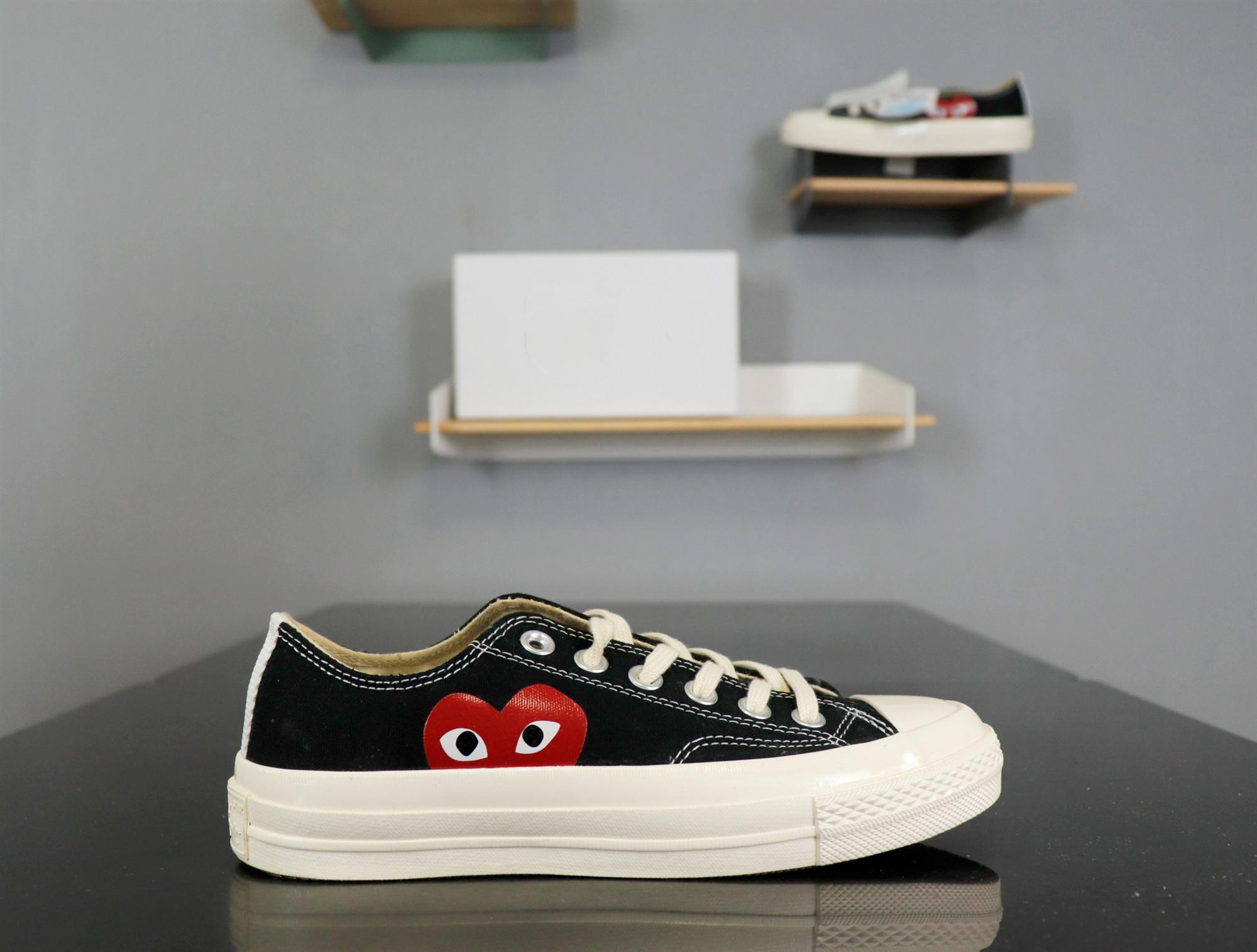 Canvas Skate Shoes Designer Unisex Shoes Spring and Fall Hot Sell Shoes White and Black Available