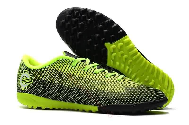 2019 2018 Mens Indoor Football Shoes Mercurial Vapor XII Club TF IC Soccer  Cleats Turf Superfly VaporX CR7 Ronaldo Soccer Boots From Onlinechat d2bea2e78382f