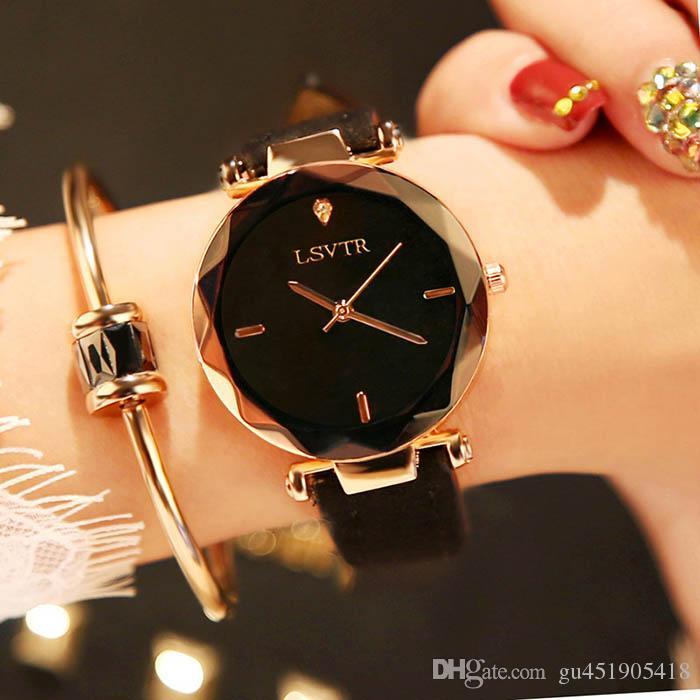 e7a3ab6dd7a Compre 2018 Mulheres Relógio Requintado Top Luxo Diamante De Quartzo Das  Senhoras Assista Moda Couro Relógio De Pulso Das Mulheres Relógios Saat  Relogio ...