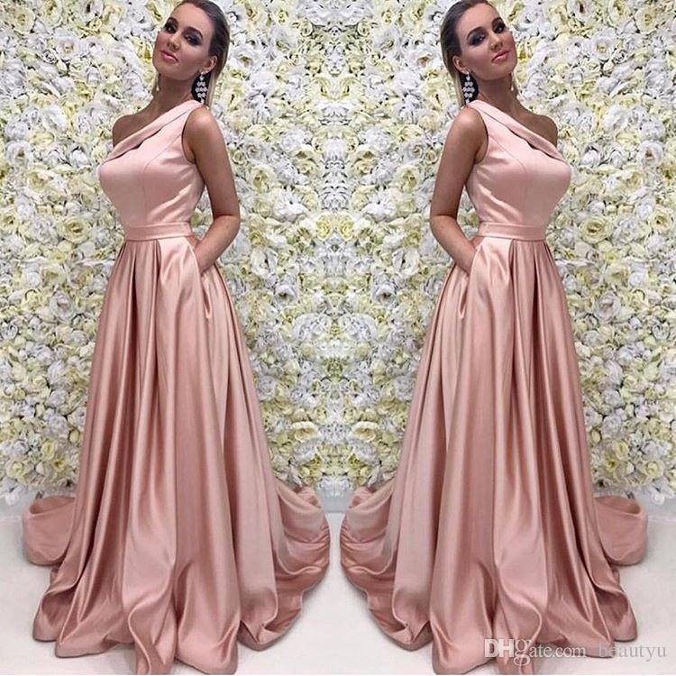 b91a04a2d5aa Acquista Abito Da Sera Lungo In Oro Rosa 2018 Elegante Una Spalla Senza  Maniche Una Linea Floor Lunghezza Satin Abiti Da Sera Damigella D onore  Abito ...