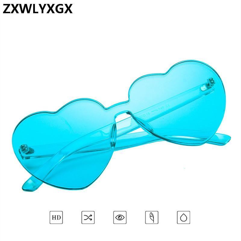 Compre Zxwlyxgx Amor Coração Óculos De Sol Das Mulheres Designer De Marca Nova  Moda Bonito Retro Sexy Olho De Gato Do Vintage Barato Óculos De Sol  Vermelho ... 1329e0b01c