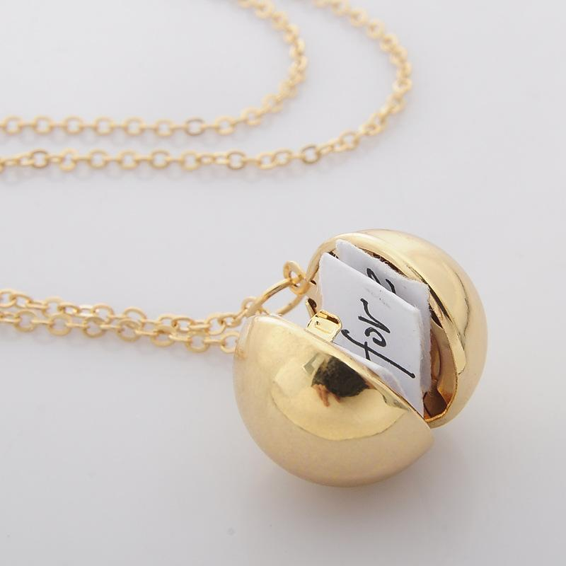 Smooth Ball Locket Necklaces Fashion Secret Information Lockets Necklace Ball Cage Pendant Lovers Necklace Valentine \'S Day Gifts
