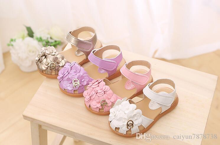 Children's shoes in 2018 Spring/summer version of Korean soft sole with headdress flower girl sandal baby sandals shoe size: 21 -30.