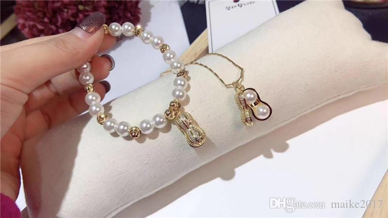 قلادة لؤلؤة فول سوداني مطلية بالذهب عيار 18 قيراطًا ومزيّنة بقطعتين من مجوهرات السوار مع عناصر سواروفسكي.