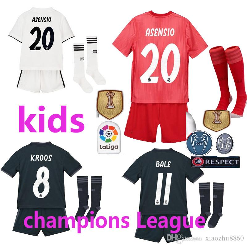e397b0586f053 2019 Liga dos Campeões Real Madrid em casa longe de kit infantil ISCO camisa  de futebol 18 19 CR7 RONALDO camisa Bale Futebol uniformes Asensio RAMOS  Vendas