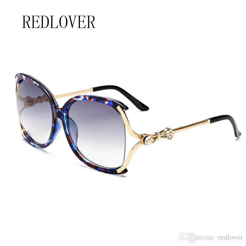 7d3d87e73e4e3 Compre 2018 Retro Moda Homens Óculos De Sol Clássico Mulheres Marca  Designer De Armação De Metal Quadrado Lente Vermelha Óculos De Sol Hight  Qualidade Flor ...